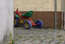 Photo of Toter Dreijähriger aus Dillingen: Partner der Mutter angeklagt